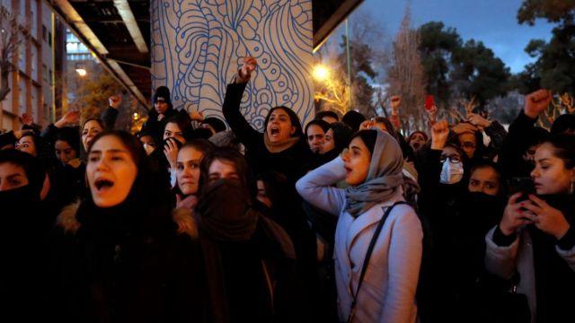 Policía iraní niega haber atacado a manifestantes