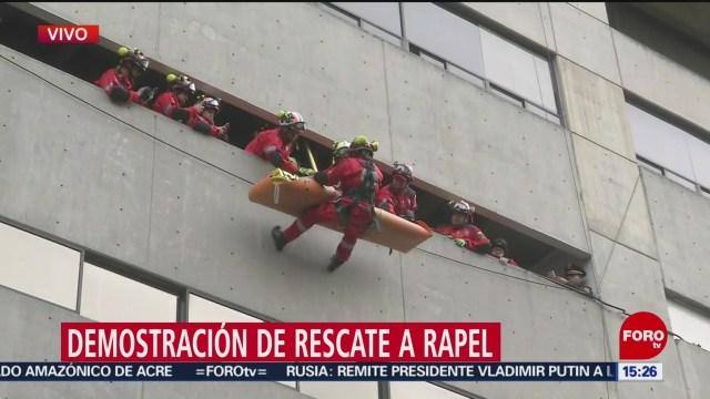 FOTO: realizan demostracion de rescate a rapel