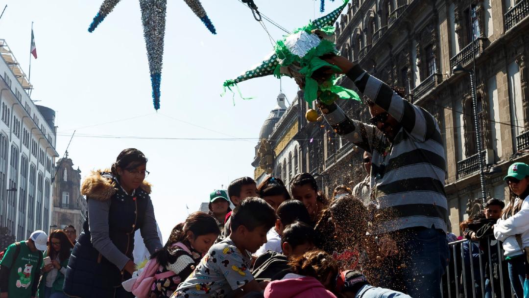 FOTOS: Niños rompieron piñatas en la celebración de Reyes Magos en la CDMX, el 06 de enero de 2020