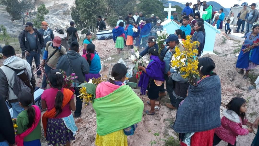 Sepultan a cinco de los 10 músicos asesinados en Chilapa