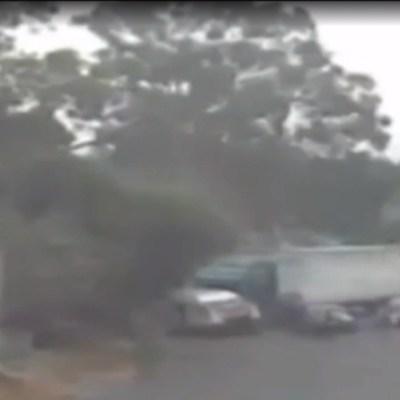 FOTO: Tráiler choca contra camioneta de pasajeros en Cuatitlán Izcalli, el 19 de enero de 2020