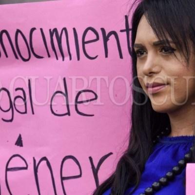 Imagen: En noviembre del 2015, Jessica Marjane y Alessa Méndez, dos mujeres transexuales intentaron ingresar a los baños de mujeres, sin embargo, personal de seguridad les impidió el acceso argumentando que eran hombres