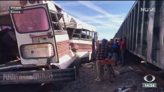 FOTO: tren impacta a camion de jornaleros en sonora