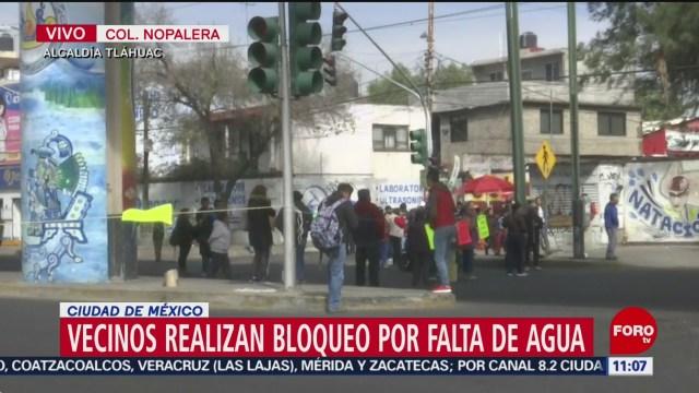 vecinos mantienen bloqueo en avenida tlahuac por falta de agua