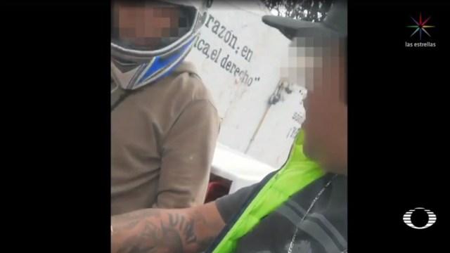 Foto: Un hombre, quien viaja a bordo de una motocicleta con una mujer, insulta, roba y golpea a un repartidor de comida rápida; este sujeto está involucrado con diversos robos en la Ciudad de México