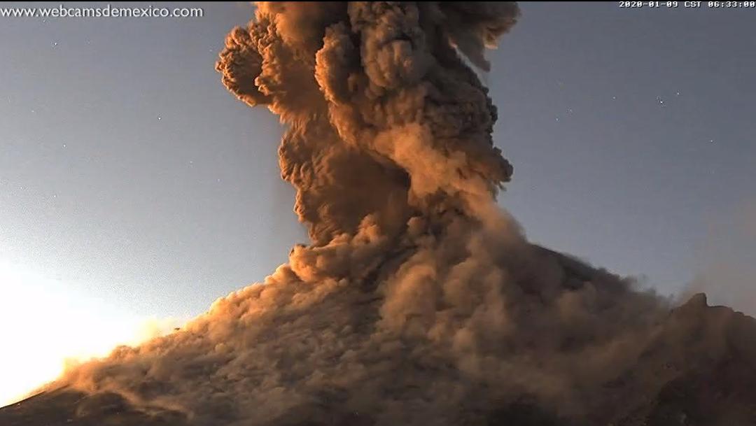 FOTO Video: Popocatépetl despierta con explosión, cae ceniza en Puebla (Cenapred/webcamsdemexico)
