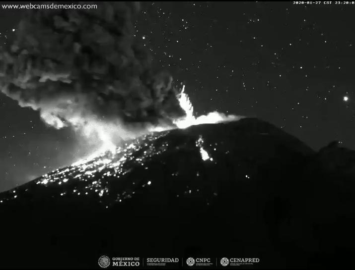 Volcán Popocatépetl registra dos explosiones con material incandescente y columnas de ceniza