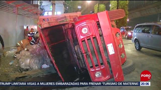 Foto: Vuelca Camión Redilas Periférico Sur Hoy 23 Enero 2020