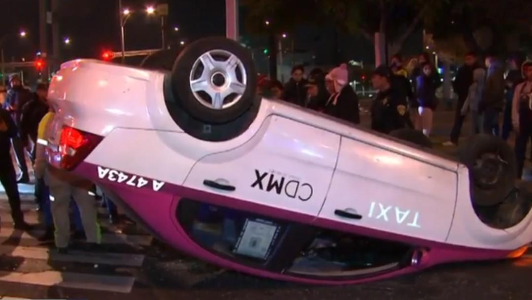 Foto: Vuelcan dos taxis en diferentes puntos de la CDMX