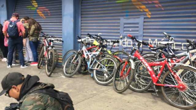 Bicicletas aseguradas en la Santa María la Ribera. (