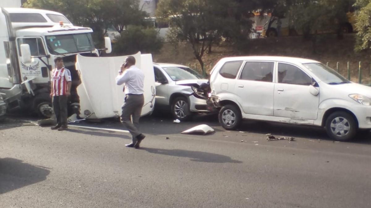 Accidente en la México-Toluca deja dos lesionados