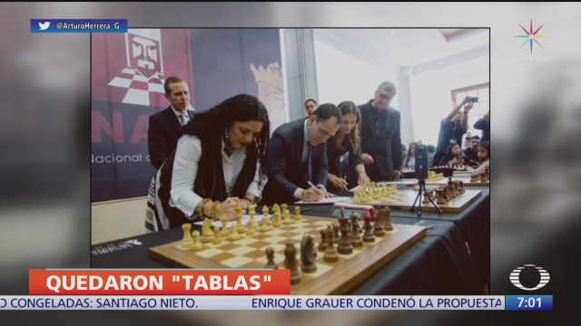 arturo herrera juega ajedrez con el campeon peruano jorge cori tello