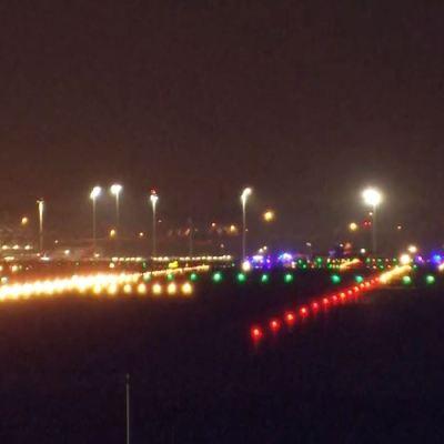 Avión en emergencia aterriza con éxito en aeropuerto de Barajas, Madrid