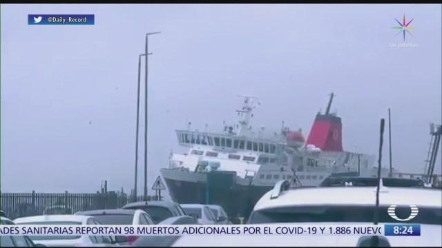 capitan de ferry casi pierde el control por una tormenta