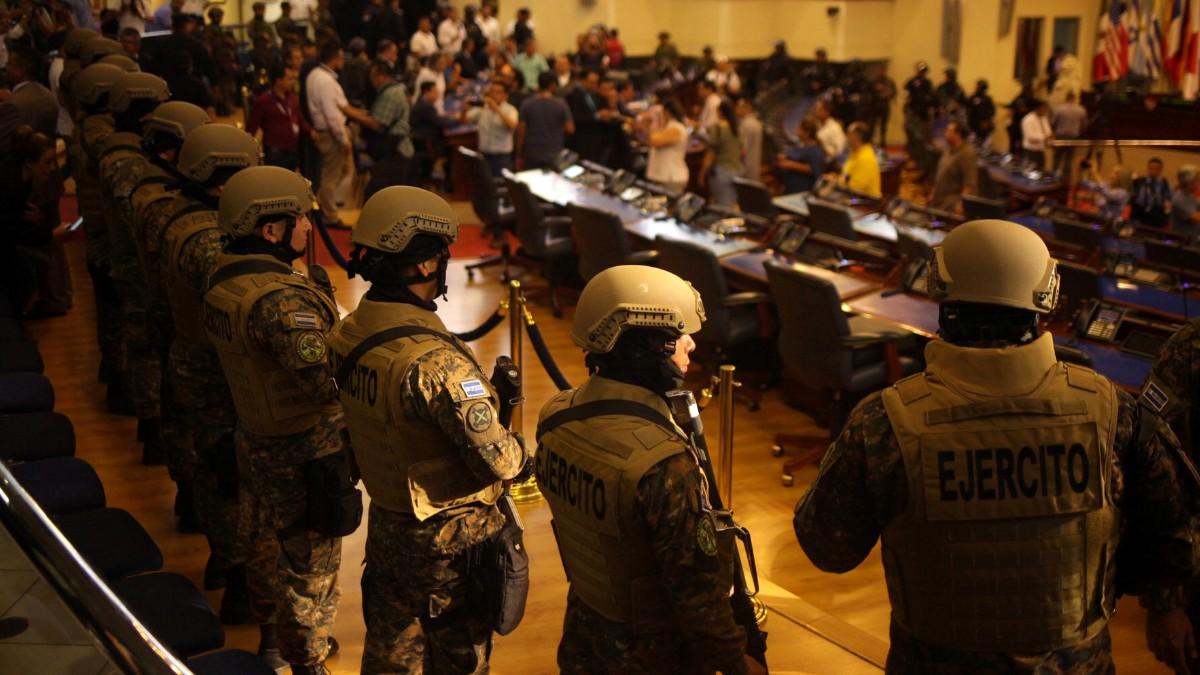 Denuncia intento de 'golpe de Estado' en El Salvador