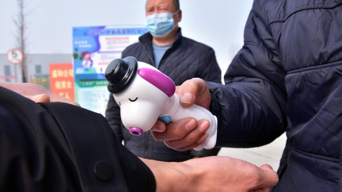 Suman 2 mil muertos por coronavirus en China