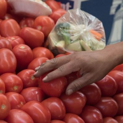 Se disparan precios de jitomate, tomate y pechuga de pollo por heladas