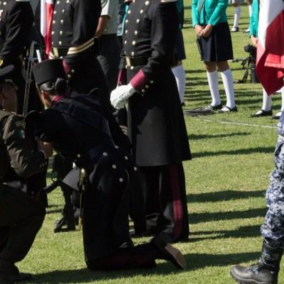 Niñas y cadete se desmayan por insolación en ceremonia del Día de la Bandera