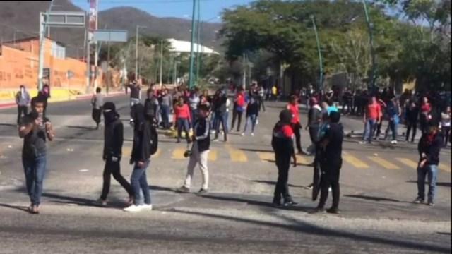 FOTO: Desalojan a normalistas tras bloqueo en Chiapas, el 16 de febrero de 2020