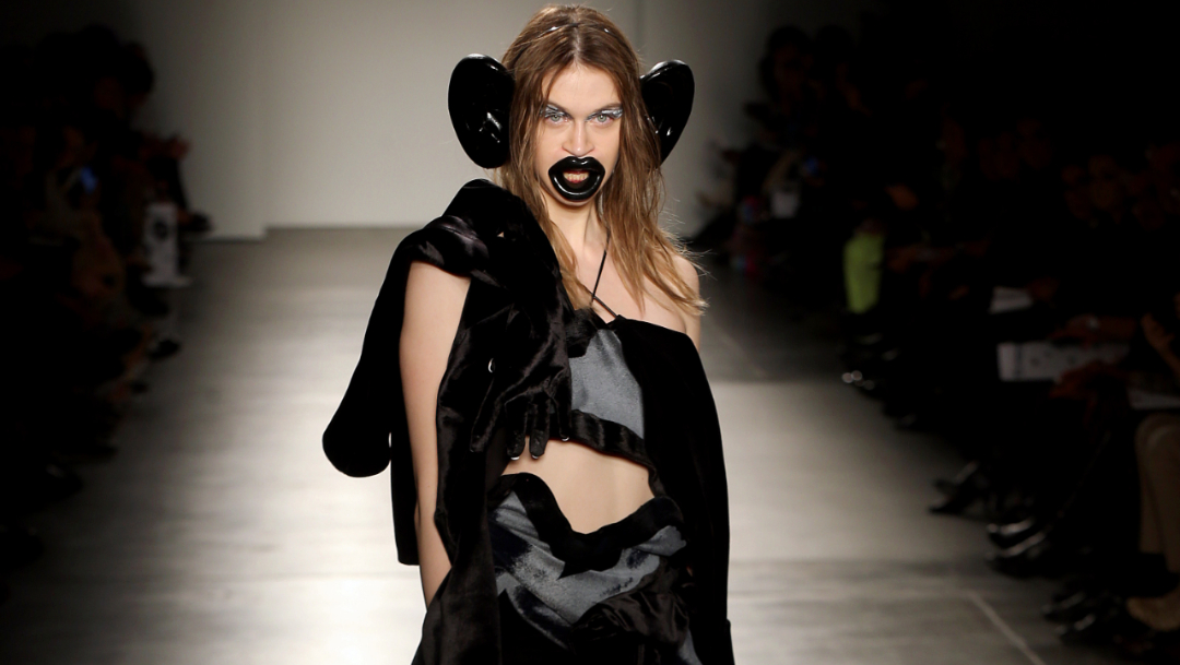 FOTO: Desfile del Fashion Institute of Technology con elementos supuestamente racistas. (Getty Images)