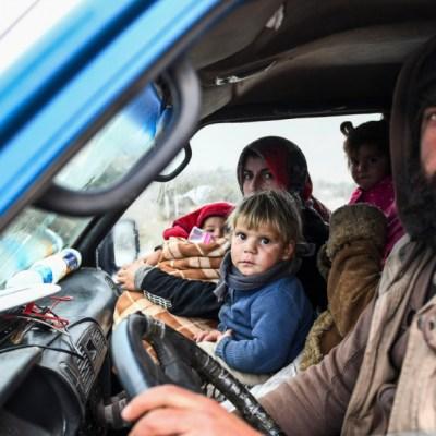 Familias se refugian en prisiones abandonadas por guerra en Siria