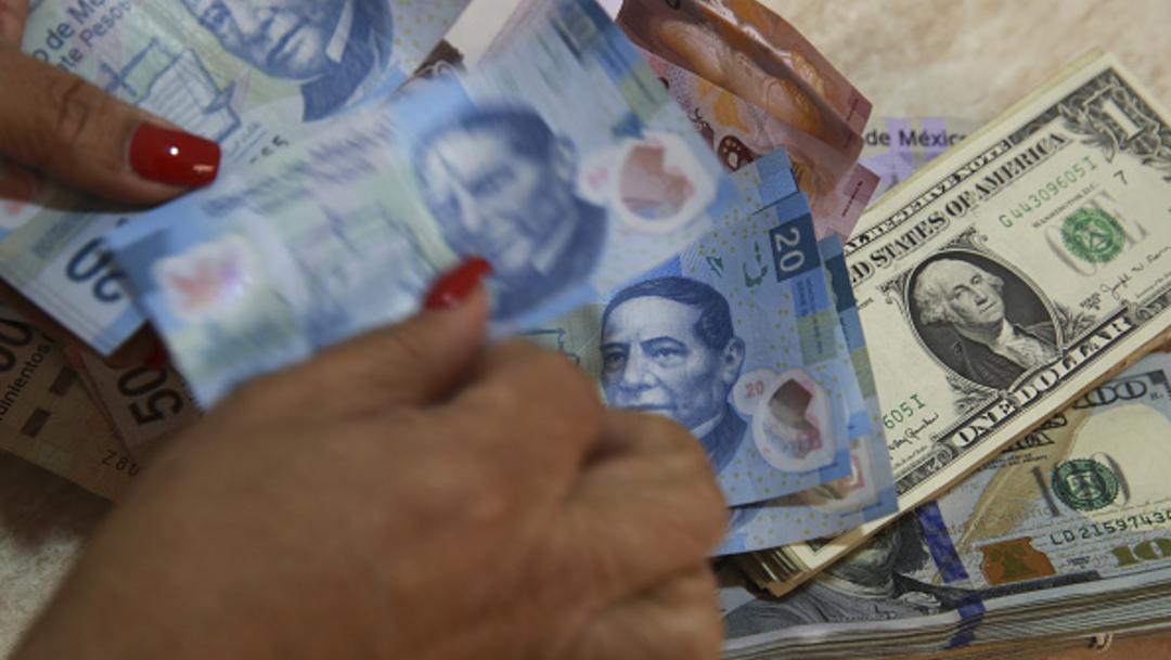 Foto: Una mujer cuenta los billetes de 20 pesos mexicanos, 21 febrero 2020