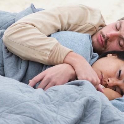 El olor de tu pareja mejora tu sueño: estudio