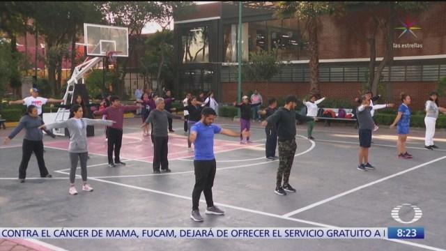 empleados de la alcaldia cuauhtemoc hacen ejercicio en parque