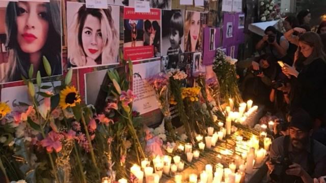 Foto: Colocan ofrenda por víctimas de feminicidios en el Ángel de la Independencia, 22 de febrero de 2020, (Twitter @MeganoticiasTVC)