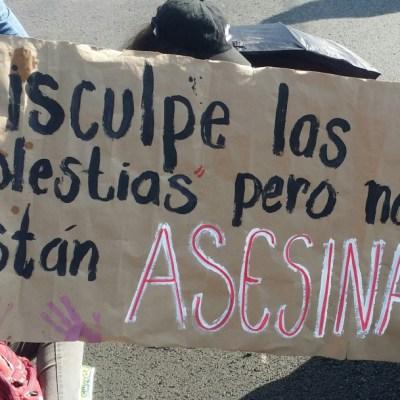 ESTUDIANTES DE LA UNAM bloquean insurgentes sur (1)