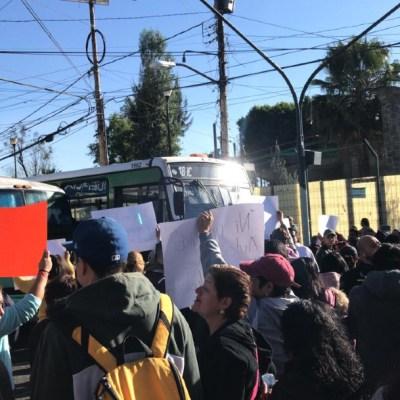 FOTO: Vecinos realizan bloqueo en Tulyehualco por feminicidio de Fátima, el 17 de febrero de 2020