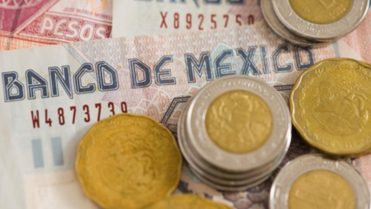 Foto: Pesos y billetes mexicanos. Getty Images/Archivo