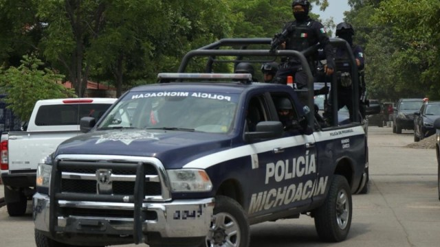 Hallan 10 cuerpos en fosa clandestina en Coeneo, Michoacán