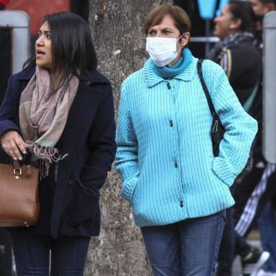 Foto: Dos mujeres se cubren de frío. Cuartoscuro/Archivo