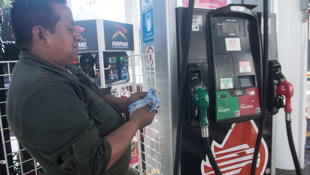 Foto: Los conductores deberán pagar 4.95 y 4.18 pesos por cada litro comprado de gasolina Magna y Premium, 7 febrero 2020