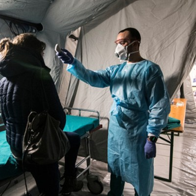 • Foto: Disminuyen muertes por coronavirus en China; suman dos mil 744, 26 de febrero de 2020, (Getty Images, archivo)