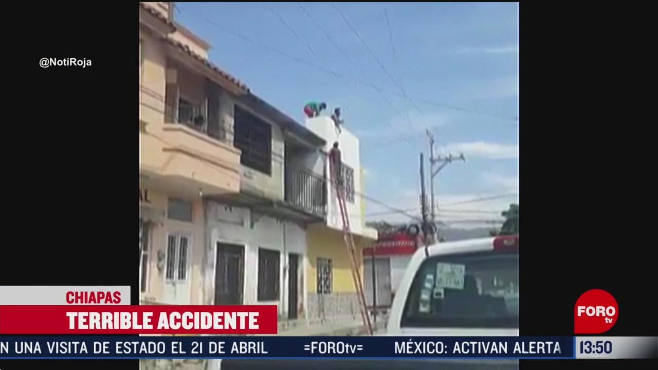 FOTO: hombres sufren descarga electrica al pintar una casa