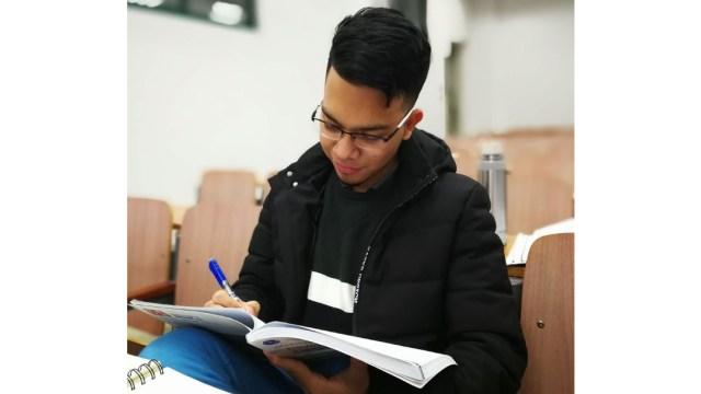 Estudiante colombiano se queda en epicentro de coronavirus
