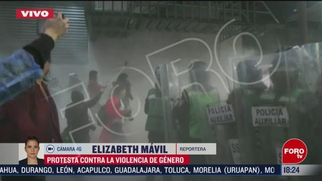 FOTO: manifestantes protagonizan trifulca en periodico de la cdmx