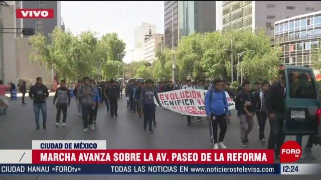 marchan normalistas con direccion al zocalo de cdmx