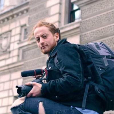 FOTO Muere el actor y activista Raphael Coleman, estrella de 'La nana mágica' (Extinction Rebellion)
