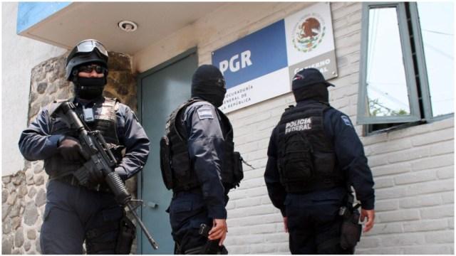 Imagen: Autoridades investigan el asesinato de dos personas en bar de Cuernavaca, 1 de febrero de 2020 (Cuartooscuro)