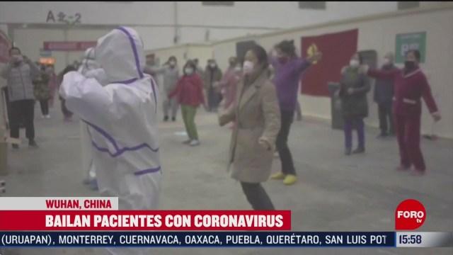 FOTO: pacientes con coronavirus bailan en hospital de china