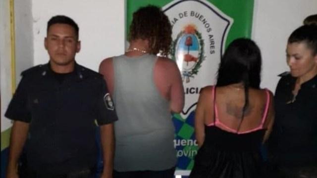 FOTO Padres entierran a su hija en la playa para tener sexo (La Nación)