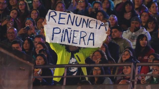 """Renuncia Piñera"": Pancarta se cuela a Festival de Viña"