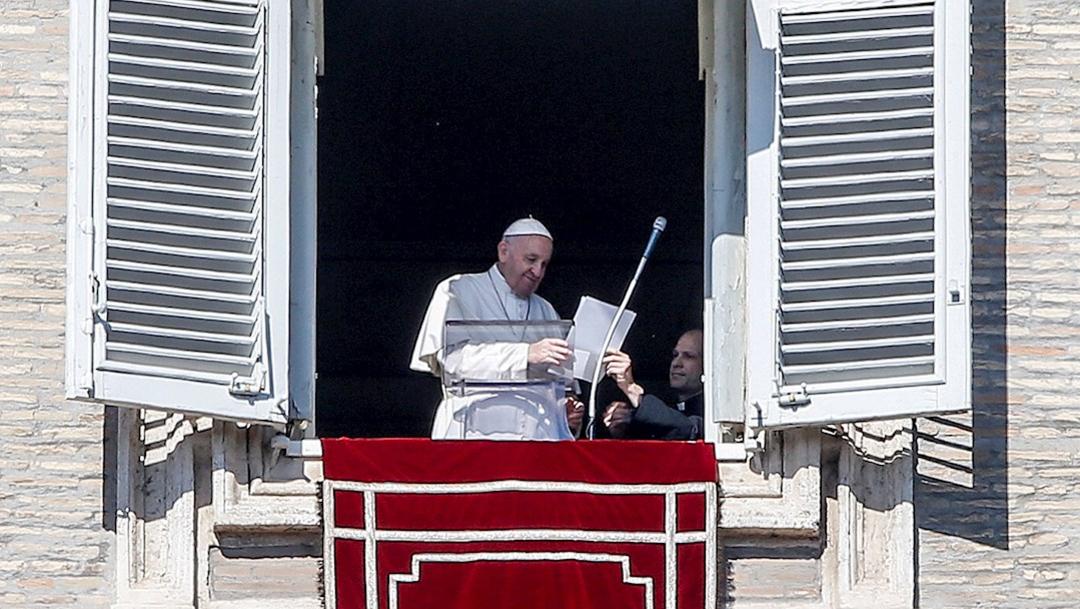 Foto: El papa Francisco durante el Ángelus dominical en la plaza de San Pedro, 16 febrero 2020