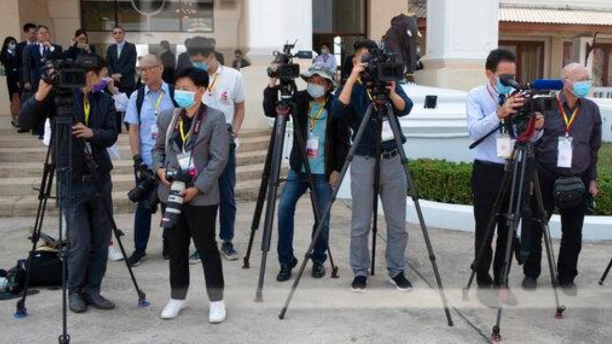 China expulsa a periodistas por artículo sobre coronavirus