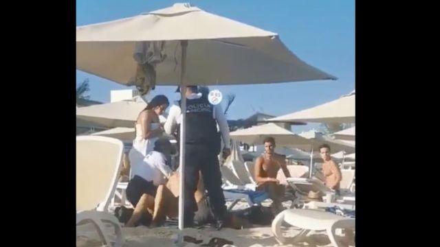 Foto Video: Policías sacan a turistas de Playa del Carmen por no consumir 17 febrero 2020
