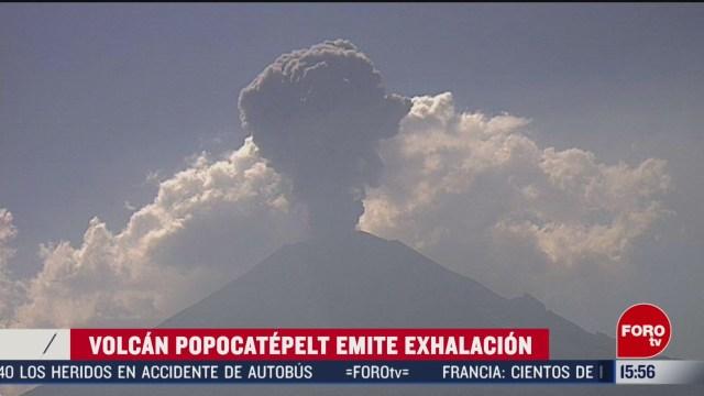 FOTO: popocatepetl lanza exhalacion de mas de un kilometro de altura
