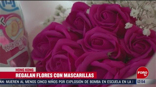 regalan flores de san valentin con mascarillas por coronavirus en hong kong